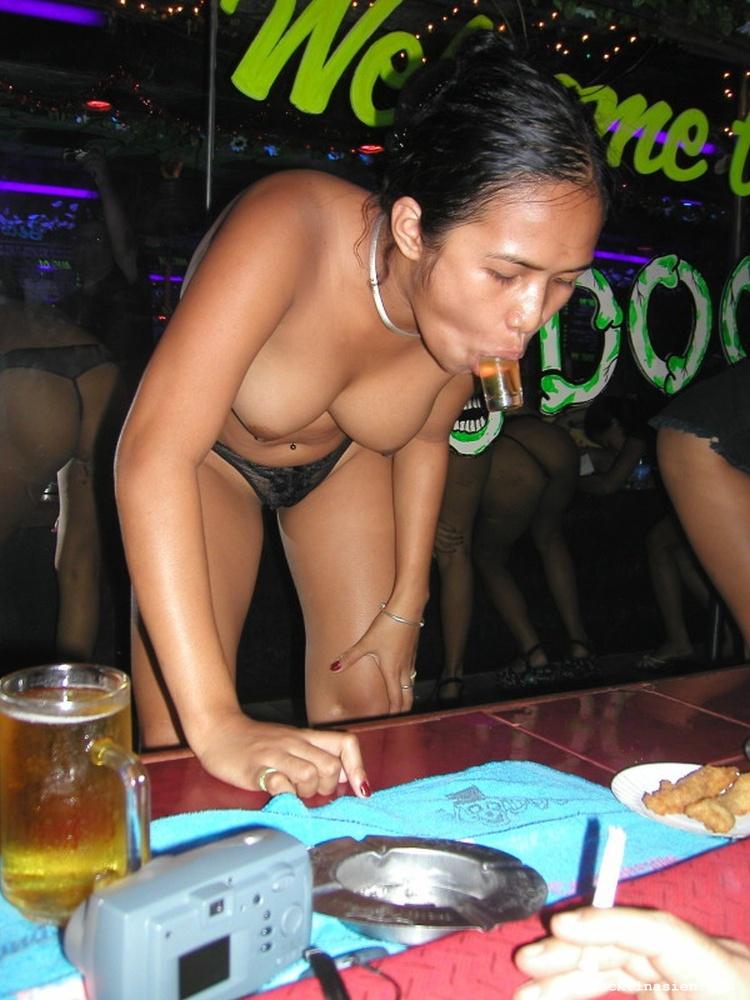 Nackt In Der Bar